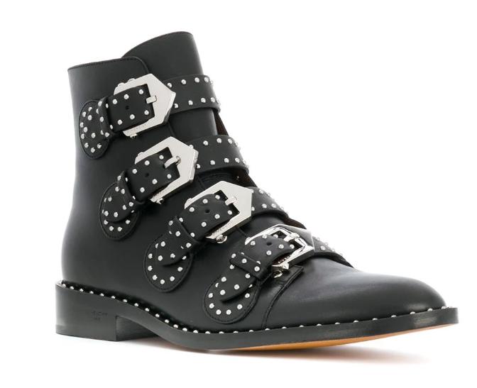 Bota Givenchy - 10 Looks Usando Botas de Fivelas pra Você Desejar Comigo + Onde Comprar por até R$200
